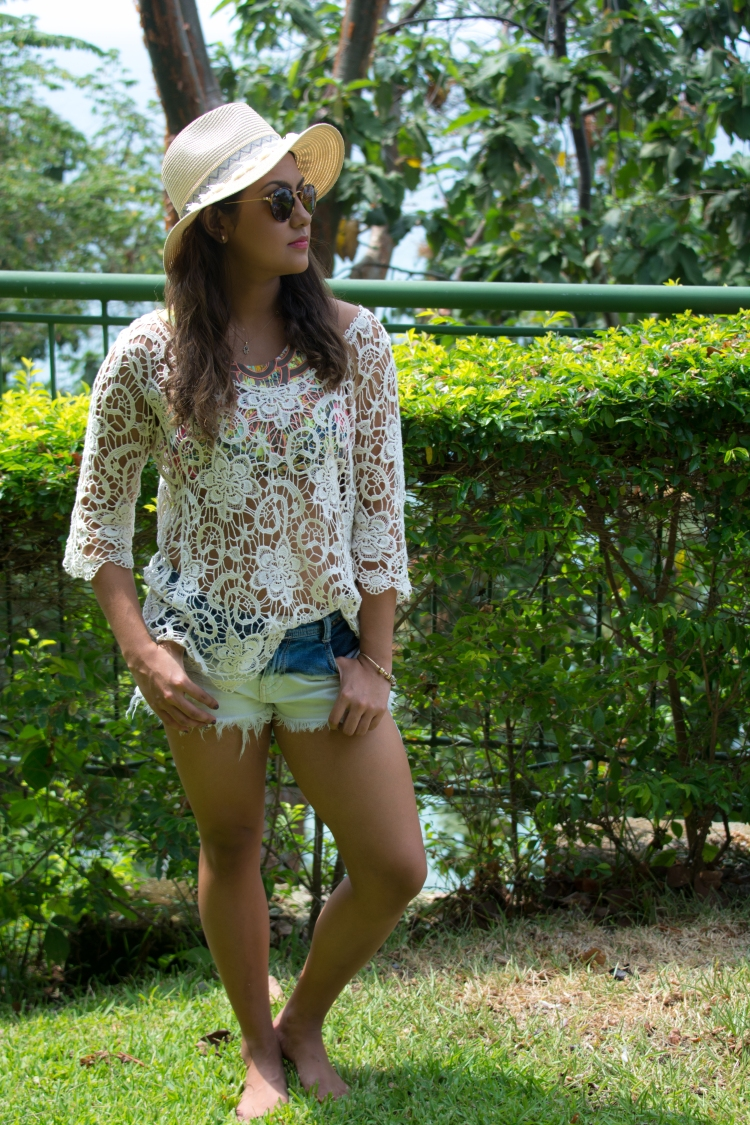 Spring Summer Lace Beach Short Outfit    Angulo 28 Blog    Angulo28.com