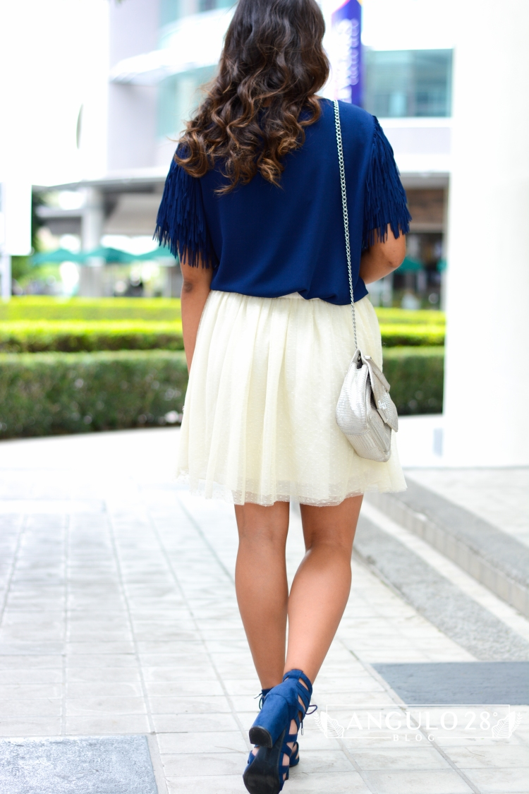 angulo 28 blog outfit inspiration street style blue fringe and skirt 1